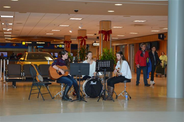 December - Holiday Music Performance by Jordie Scaife and Friends.