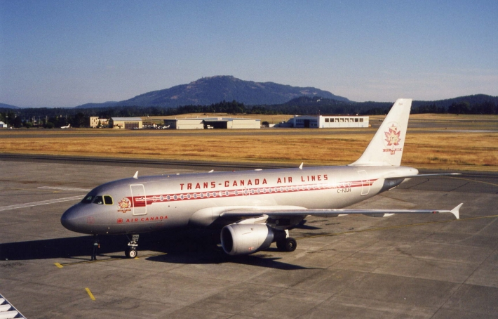 Airbus A319 painted to commemorate the 60th anniversary of Trans Canada Airlines