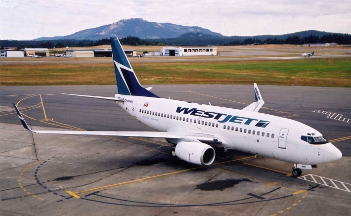 WestJet B737-700 with winglets