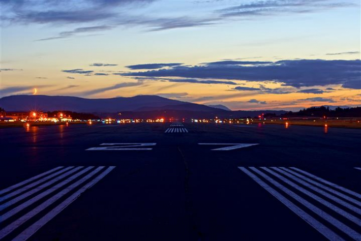 Threshold of Runway 27 July 2013.  Photo by Alessandro Roethel.